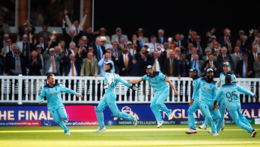 Miserable politicians criticise their own World Cup winning cricketteam!